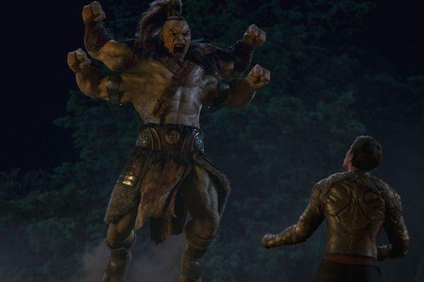 Dört kolu olan Goro karakterini görmek güzeldi ancak yeteneklerini kullanmasına izin verilmedi, yüzeysel anlatıldı.